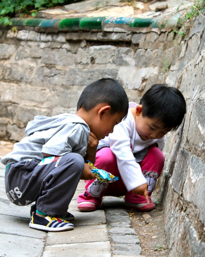 Children find new sights to enjoy at the Summer Palace in Beijing, China.