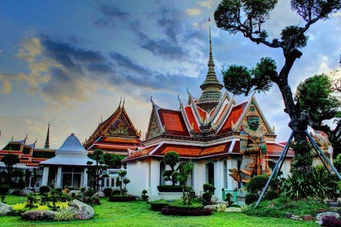 Wat (temple) in Bangkok at dusk.