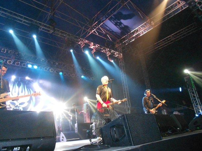 Excellent Offspring show at Del Mar Seaside Stage.