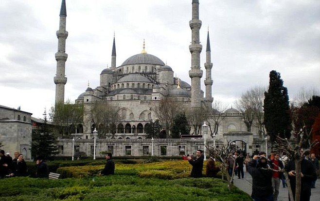 Blue Mosque sightseers