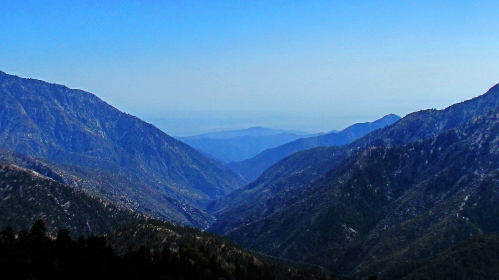 Angeles Crest Highway view on a hazy day.