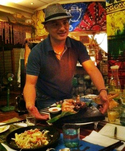 Gulu Gulu's chef (and resident musician) Ran Er Ran