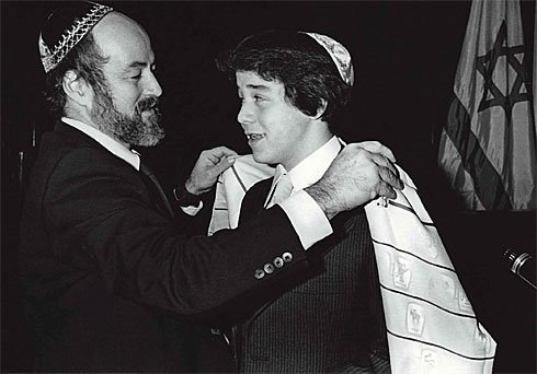 Rabbi Bigschnoz and Jeremy Piven.