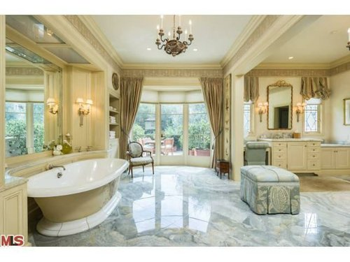 Gores bathroom. Via Trulia