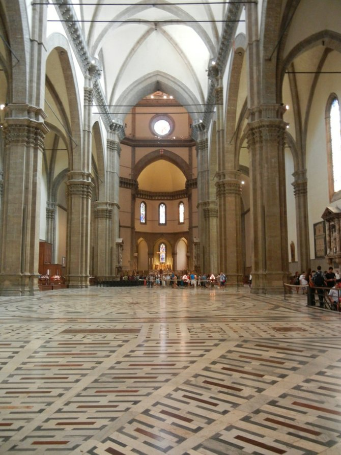Il Duomo's relatively unadorned interior.