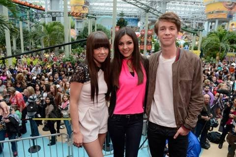 Carly Rae Jepsen, Victoria Justice, and Thomas Mann.
