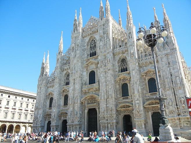 The impressive baroque Duomo di Milano cathedral.