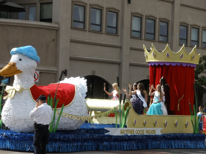 2012 Mother Goose Parade - Sunday the 18th of November - photo by: Robert Gehr - 2012