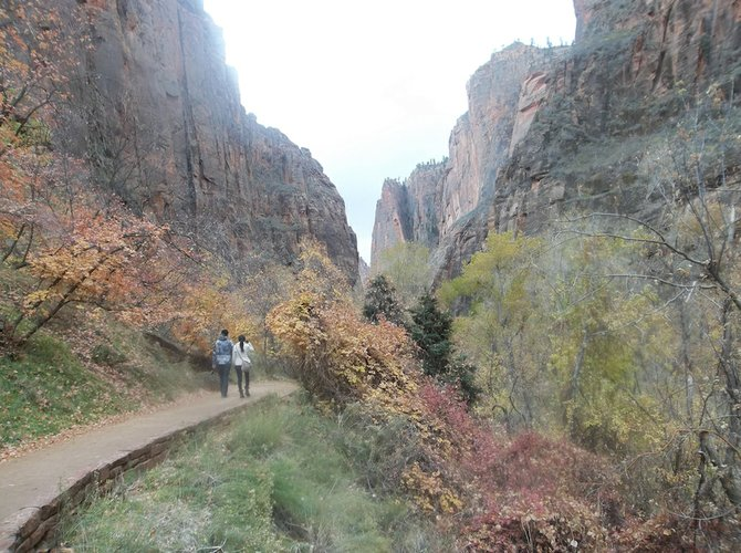 Many points of interest in Zion are accessible via short, less-strenuous walks.