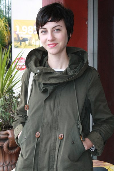 d84c5bdebe8 She wore a Zara military jacket paired with Urban Outfitters jeans and  suede Chukka boots. Hoffman runs her own small business ...