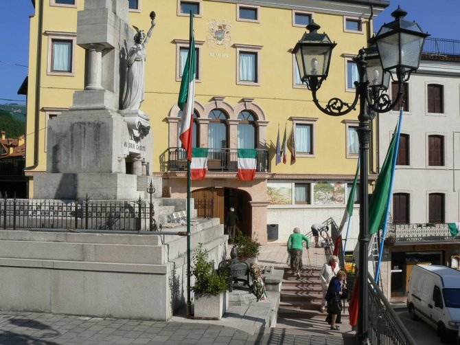 Lusiana, Italy: Village center in the foothills of the Alps, about an hour north of Vicenza.