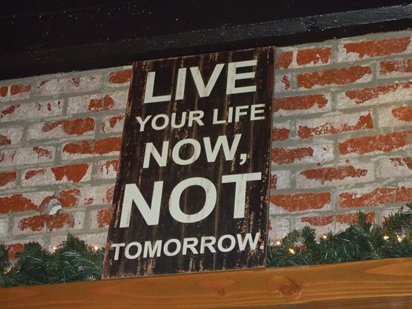 Live Life sign