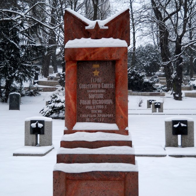 Colonel Roman I. Bortnik Tomb: the Soviet Union Hero, Gold Star Medal Number 5199 (Russian War Cemetery in Poznan, south-western slope of the Winiary hill in the Citadel Park). Fort Winiary, the then longest artillery fort in Europe, was built on a hill to the north of the city centre. Its construction started in 1829 during the Partitions of Poland. There were heavy casualties during the Battle of Poznan (24 January - 23 February 1945; 100,000 Soviet soldiers against 84,000 Hitlerites: garrison, regular, auxiliary, Hungarian, SS, and Police troops). About 10.000 Russian soldiers fell on the battlefield in the stronghold city (Fort Stronghold: 18 Prussian forts built at the end of the 19th century according to standard projects prepared for Strasbourg fortress in 1870s). They were buried in the two places: at the Poznan-Milostowo cemetery and their graves are placed around the 1945 Heroes Monument (23 m obelisk, a memorial to the Red Army) in the picture. The Milostowo cemetery is also a burial ground for over 5,000 German soldiers and the Russian and German soldiers' graves can be found in Poznan-Gluszyna. Other casualty figures including losses in the Battle of Poznan: 700 Poles (About 5,000 Poles were sided with Russians), 6,000 Germen, 100 Hungarians, and 23,000 Nazi prisoners of war.