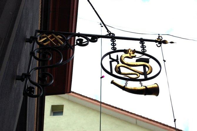 Sign for the Zunfthaus Zur Schmiden (blacksmiths' guildhall) near Bahnhofstrasse.