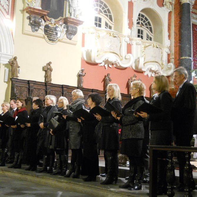 The Song and Dance Company 'Greater Poland', Carol Service and Former Workers' Choir Concert in the Presbytery (the St. Anthony of Padua Church and Franciscan Monastery on the Przemysl/Premislaus Hill). On 12 January 2013 (the day before the Feast of the Baptism of the Lord), one service of divine worship was said here in a special intention in honor of all former workers. During the carol service, the choir sang in the organ loft (organ gallery). Immediately after the mass there was singing Christmas carols in the presbytery in front of worshippers. Our Christmassy spirits rose. The team put up a good performance to revive the joy of the Christmas caroling and this was a time (great moment) for reflection.