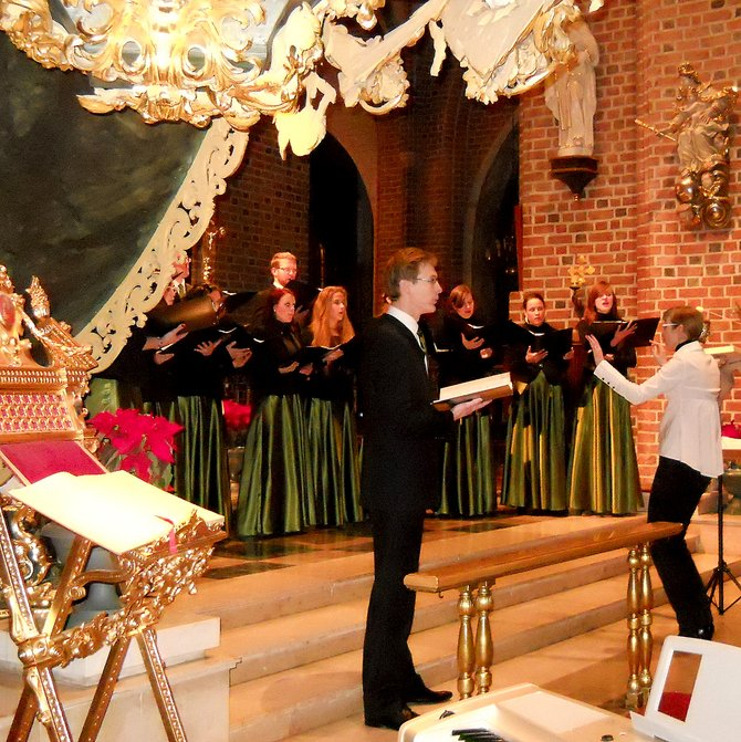 Solacki Chamber Choir (Archcathedral Basilica of St. Peter and St. Paul on the Cathedral Island in Poznan, Basilica Minor). In 2006, Marianna Majchrzak (an assistant since 2012 in the Department of Choral Music Education and Church Music, graduated with honors from the I. J. Paderewski Academy of Music in Poznan) founded the Choir in the St. J. M. Vianney Church (Solacz Estate, the University of Life Sciences area). On Sunday 13 January 2013 (Feast of the Baptism of the Lord) she conducted concert organized by the International Gregorian Chant Studies Association (Polish section). Music program offered 11 songs.