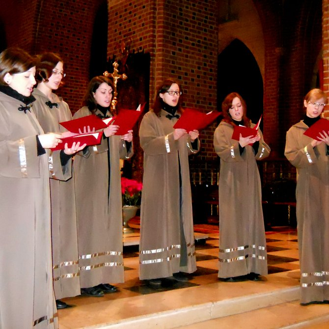 The Gregorian Schola 'Canticum Cordium' (Archcathedral Basilica of St. Peter and St. Paul on the Cathedral Island, Ostrow Tumski Estate). Gregorian music-loving girls (students from the Department of Choral Conducting, Music Education, and Church Music in the Academy of Music and others) enjoy considerable popularity in Poznan. They cherish a wish to popularize this particular genre of music. The team formally came into existence in 2008. On the Feast of the Baptism of the Lord, the ensemble 'Canticum Cordium' conducted by Pr. Mariusz Bialkowski participated in the concert 'Sing Christmas' in the Metropolitan Cathedral Basilica in Poznan. Their repertory contained: Communio 'Viderunt omnes', Introitus 'Dominus dixit ad me', and Introitus 'Puer natus est' (works related to the liturgy over the twenty centuries of the Church history, the oldest and most beautiful melodies).