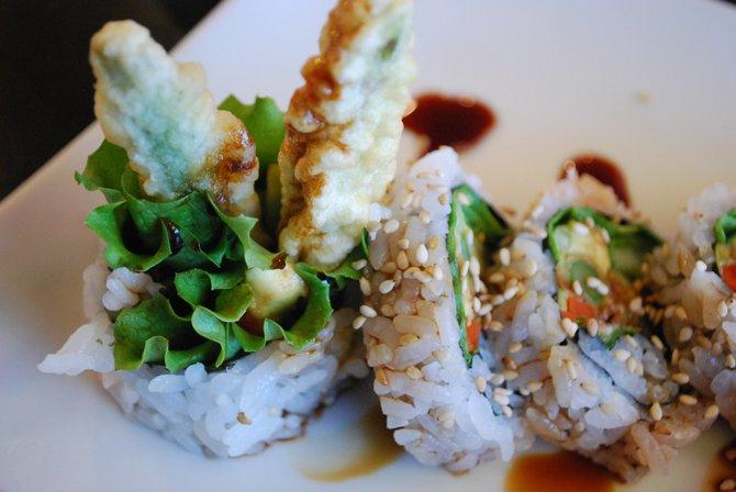 Tempura asparagus roll