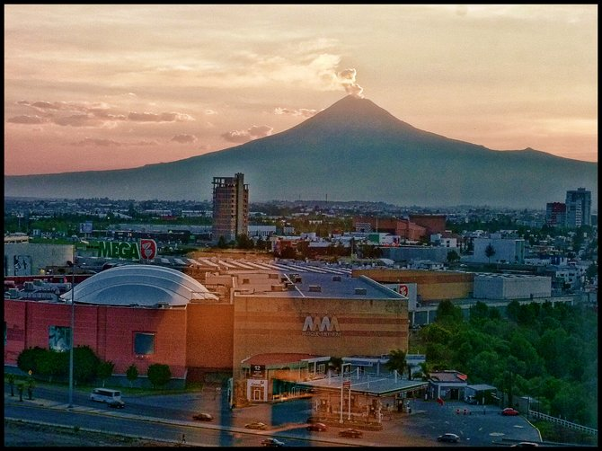 Popocatépetl volcano from the city of Puebla.