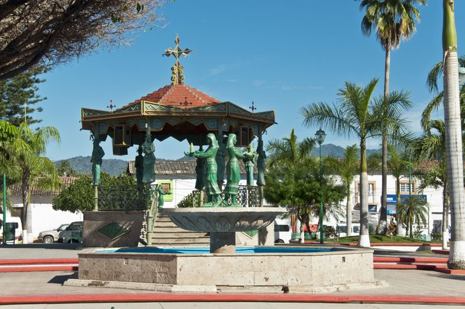 this is the Plaza or down town of the city of Del Valle, jalisco here you can find small eateries, were they make the tortillas by hand and here the plaza is beautiful>