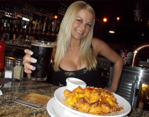 Barkeep Lindsay brings my Broadway Brown