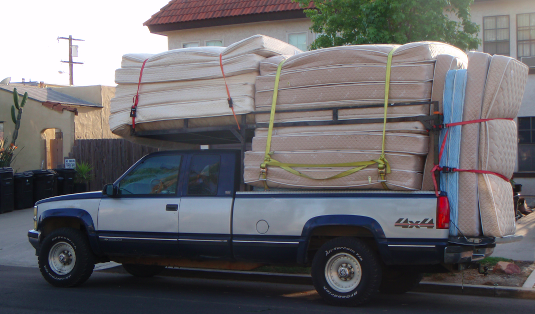 Queen Size Bed U Haul Pickup Truck