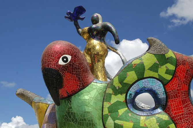 The centerpiece: Queen Califia and eagle.