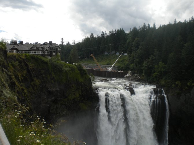 The lodge overlooking the falls.