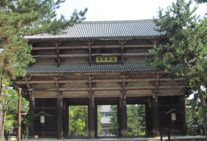 main gate of Todai-ji Temple