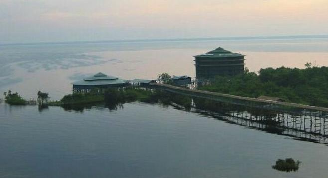 Ariau Towers and the vast Anavilhanas Archipelago.