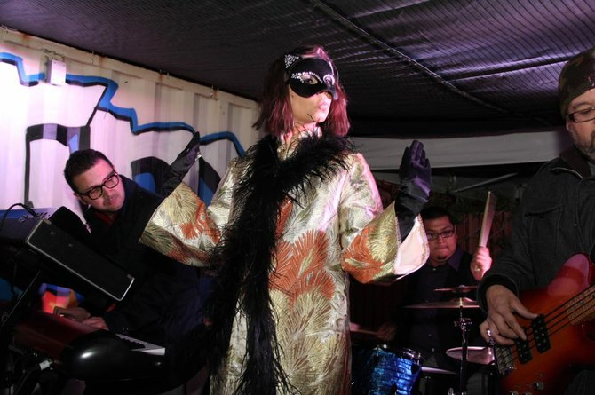 Madame Ur y Sus Hombres at Visual in Normal Heights - Photo: Gio Barela