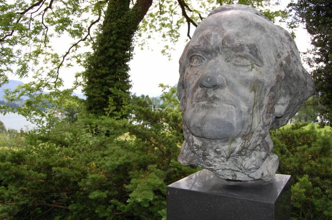 A bust of the composer outside of the Richard Wagner Museum in Lucerne.