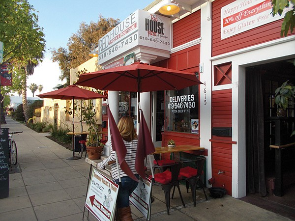 Red House Pizza sits across Park Avenue from Banh Thai.