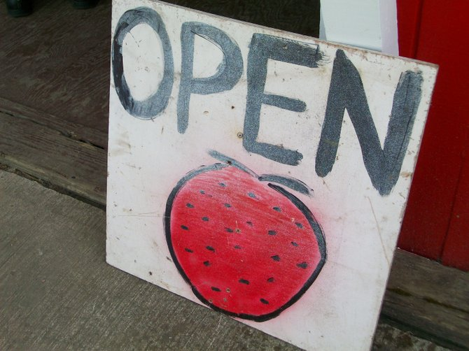 Sign along Sunset Highway near Portland inviting people to stop at a produce stand & pick up some delectable strawberries!