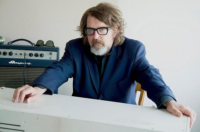 Folk-rock singer/songer/guitarist Peter Case of the Plimsouls will play Bar Pink on Friday.