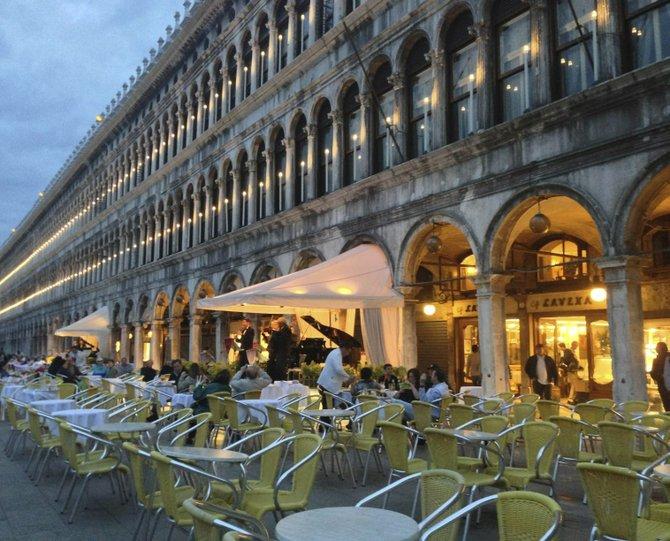 Venice sidewalk café.