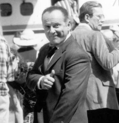 """The Ron Popeil GLH Formula: """"JOE PESCI stars as mob bag-man Tommy Spinelli in the comedy 8 HEADS IN A DUFFEL BAG, written and directed by Tom Schulman. An Orion Pictures release."""""""