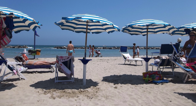 When the weather's nice in Civitanova Marche, the beach is the place to be.
