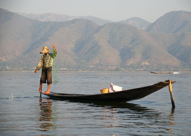 The art of fishing and one-leg paddling, Inle Lake.
