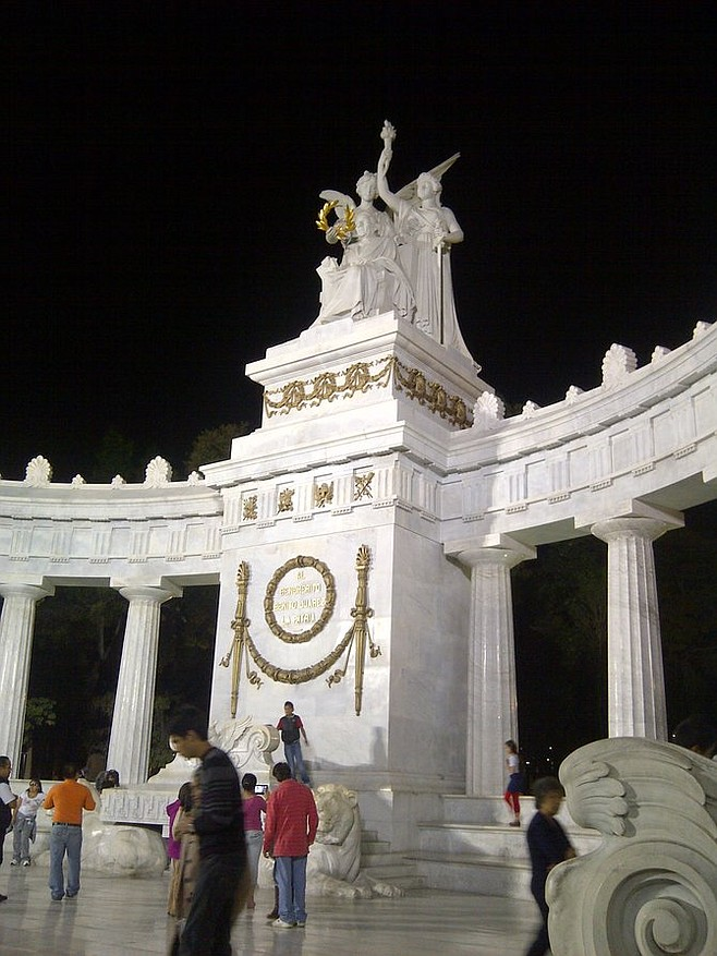 Hemiciclo a Juárez monument in Alameda Central.