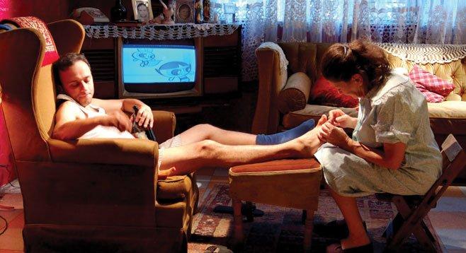 Osvaldo (Eduardo España) gives his mother (Ana Ofelia Murguía) a reason to live in the black comedy  Fecha de Caducidad.