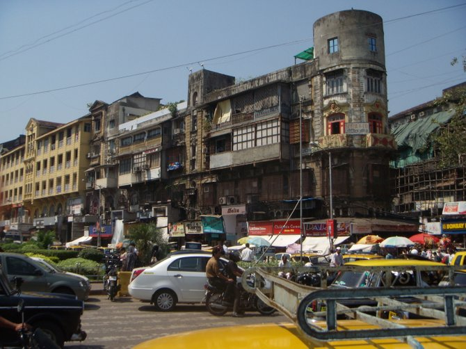 Mumbai street scene.