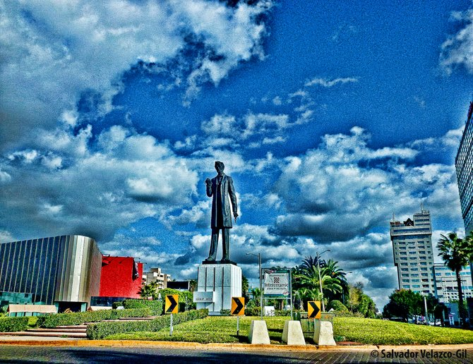Neighborhood Photos TIJUANA,BAJA CALIFORNIA Statue of Abraham Lincoln on Paseo de los Heroes(Heroe´s Promenade) in Zona Rio,Tijuana/Estatua de Abraham Lincoln en Paseo de los Heroes,Zona rio,Tijuana