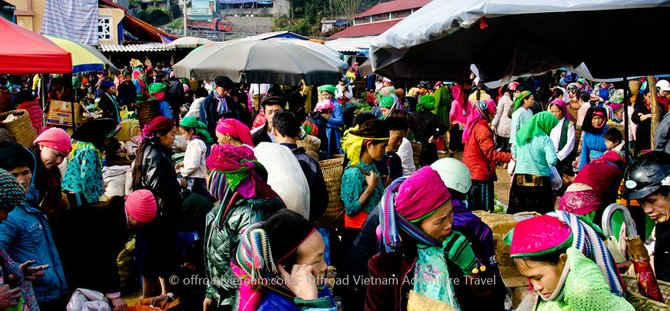 A week-end market in Dong Van, not far away from Sapa.