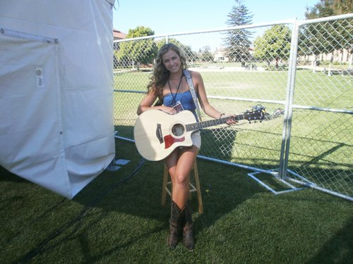 Morgan Leigh backstage just prior to showtime. By Bart Mendoza