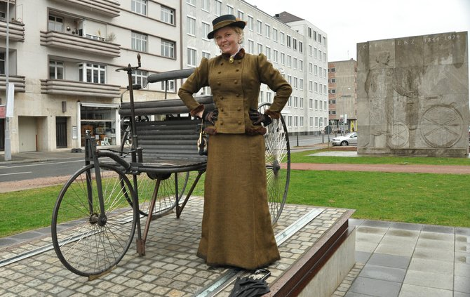 1. Guide dressed 19th century clothing in Mannheim