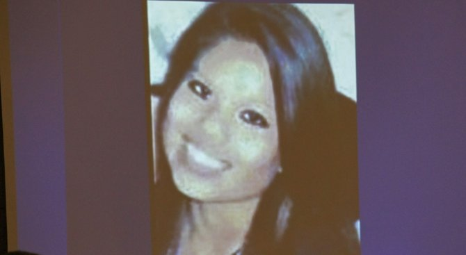 Viridiana Rodriguez, 18, died of a single gunshot to her belly. Evidence photo.