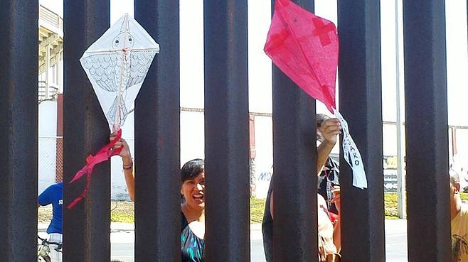 Kites slipping through border fence