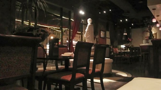Despite the low light, details stand out in clear contrast inside Saigon on Fifth.  It's dark and moody without being a cave.