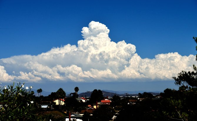 09-03-13 Clairemont. Image by Robert Chartier MASSIVE, MONSTER thunderhead cloud...HUGE, GIGANTIC!